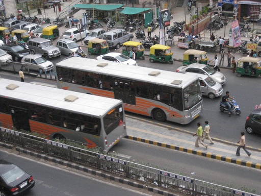 Ahmedabad's Janmarg is a world-class BRT system. Photo by velaparatodo.